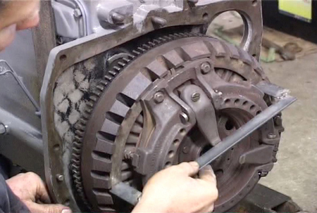 setting MF35 tractor clutch
