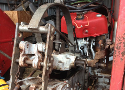 Tractor hydraulic servicing tool